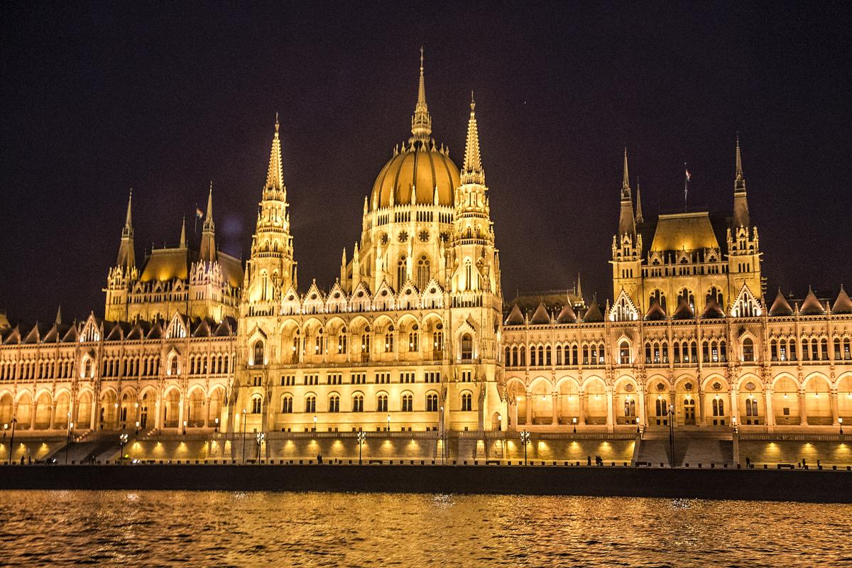 FNL Travel Budapest 1606