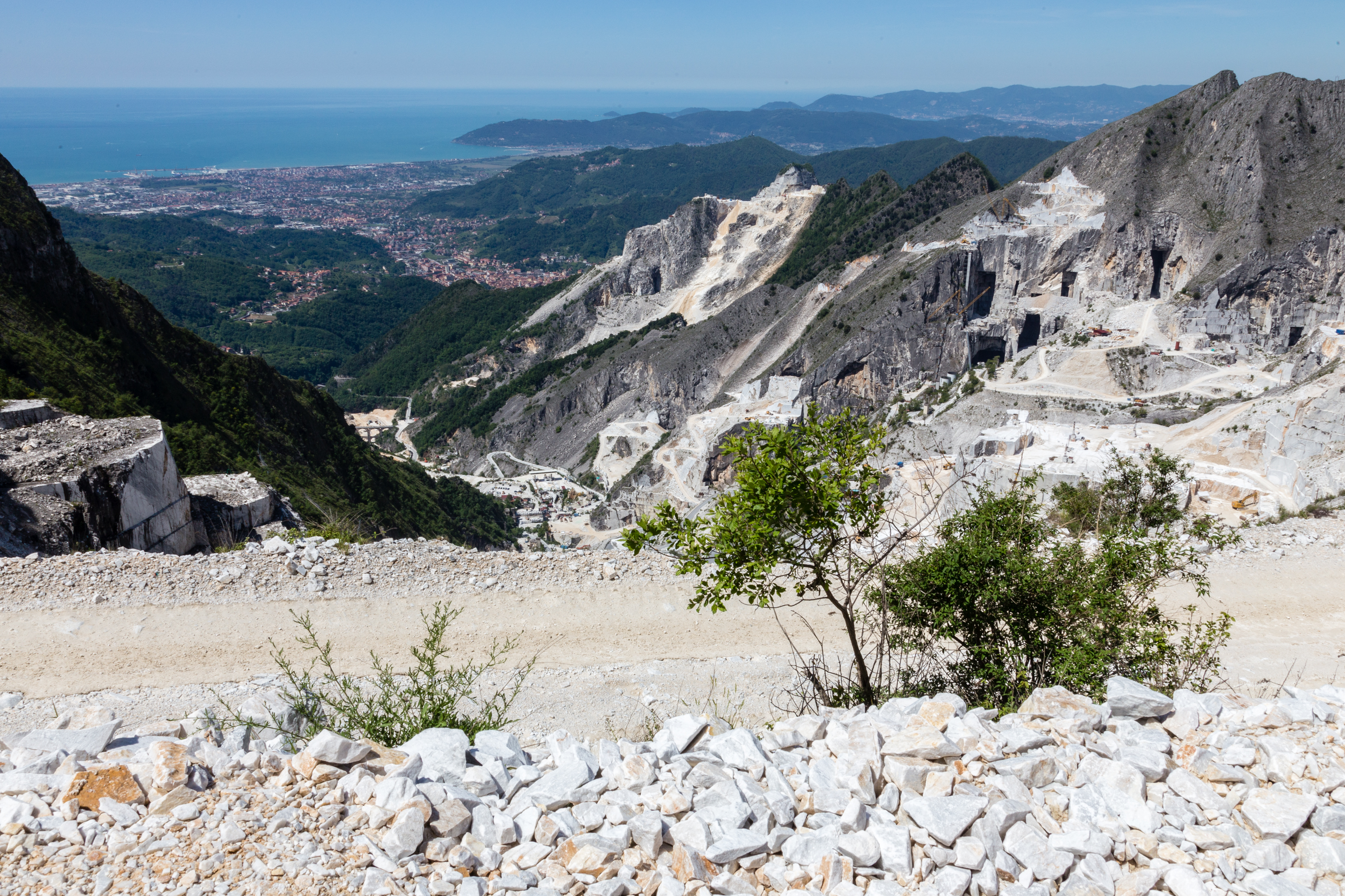 FNL Travel Carrara marble mines 1609A