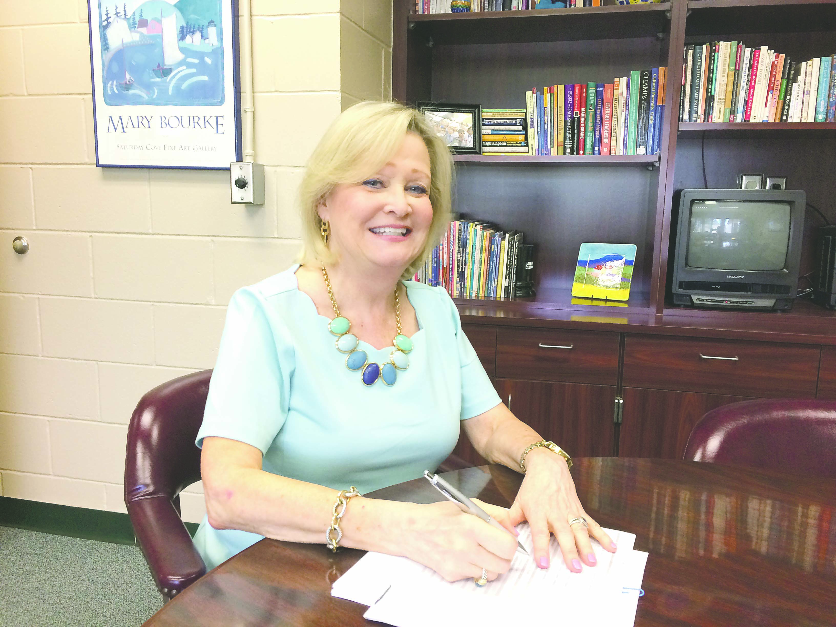 Mandarin Oaks bids farewell to retiring leader